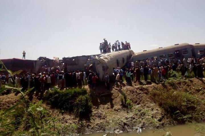 Syeikh Al-Azhar Santuni Korban Kecelakaan Kereta Api di Mesir