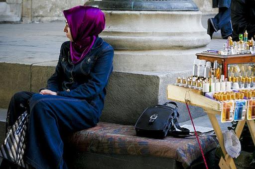 Mufti Mesir: Memakai Parfum Bagi Wanita Termasuk Perintah Agama