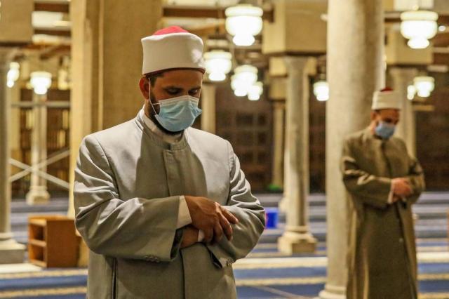 Menggunakan Masker dalam Shalat dan Hadits Larangan Menutup Mulut